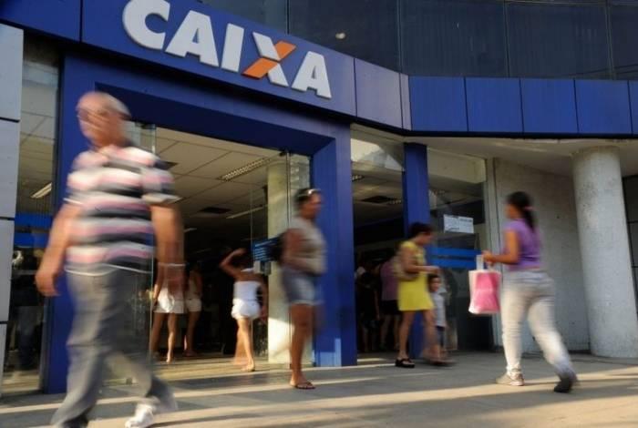 Segundo a Caixa, quem optar por retirar até R$ 500 ou o saque-aniversário não perderá a multa de 40%