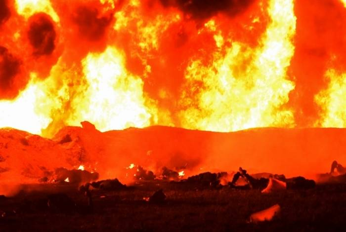 Um vazamento de combustível desencadeou um incêndio massivo no México