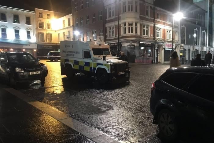 O ministro das Relações Exteriores da República da Irlanda, Simon Coveney, condenou 'um ataque terrorista com carro-bomba'