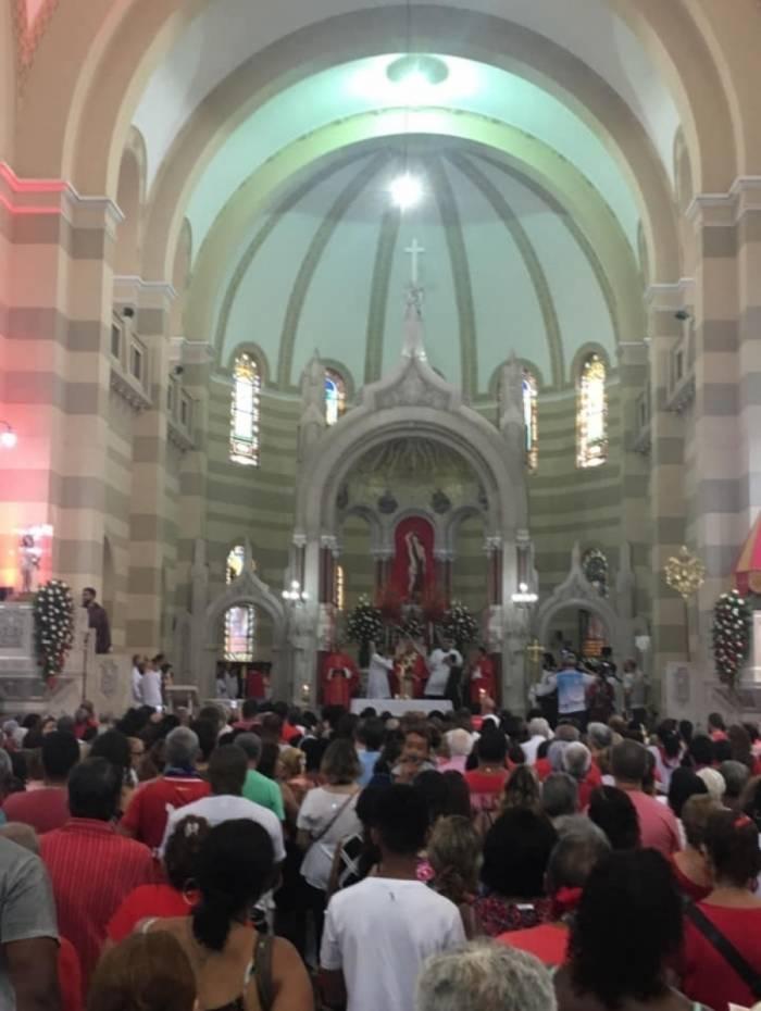No dia do padroeiro da cidade do Rio de Janeiro, fiéis lotam a Basílica de São Sebastião dos Frades Capuchinhos, na Tijuca