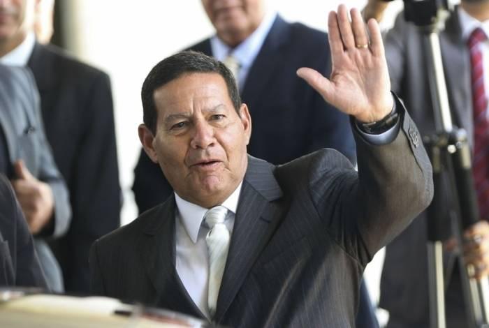 Presidente em exercício, Hamilton Mourão