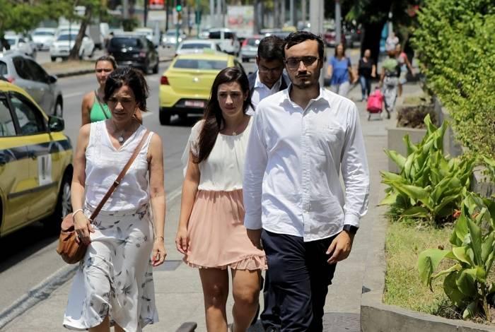 Familiares e amigos do ator Caio Junqueira comparecem ao Hospital Miguel Couto na Gávea, após ser anunciada a morte do artista