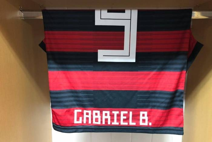 Camisa 9 de Gabigol pronta para estreia