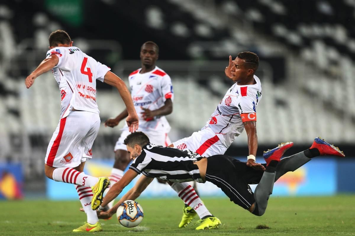 a3712f15b3 Botafogo tropeça de novo e fica com a lanterna na mão O Dia - Esporte