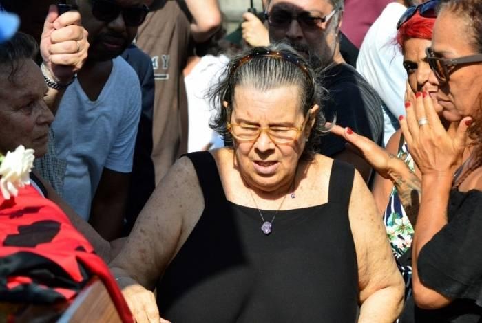Dona Maria Inez, mãe de Caio Junqueira no velório do filho