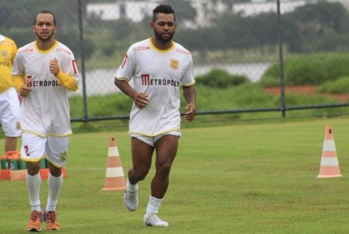 Jobson foi afastado do grupo principal do Brasiliense depois de conflitos com a diretoria do clube