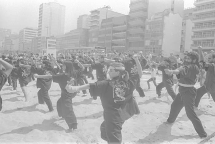 Uma apresentação de Kung Fu, arte marcial chinesa,  na areia da Praia de Ipanema, com cerca de 70 alunos, entre homens mulheres e crianças, foi o ponto alto do projeto Rio Limpo, Rio Lindo. O evento, em pleno inverno, mas com a temperatura chegando a  33 graus, aconteceu em 30 de agosto de 1987, um domingo, e foi promovido pela Riotur, Comlurb  e Prefeitura do Rio