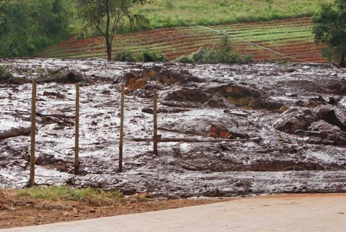 Vista dos destroços após o rompimento de uma barragem da mineradora Vale na Mina  Feijão, em Brumadinho, região metropolitana de Belo Horizonte, Minas Gerais, na manhã deste sábado
