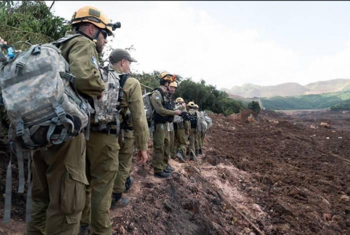 A equipe de cerca de 130 soldados e oficiais israelenses desembarcou domingo à noite