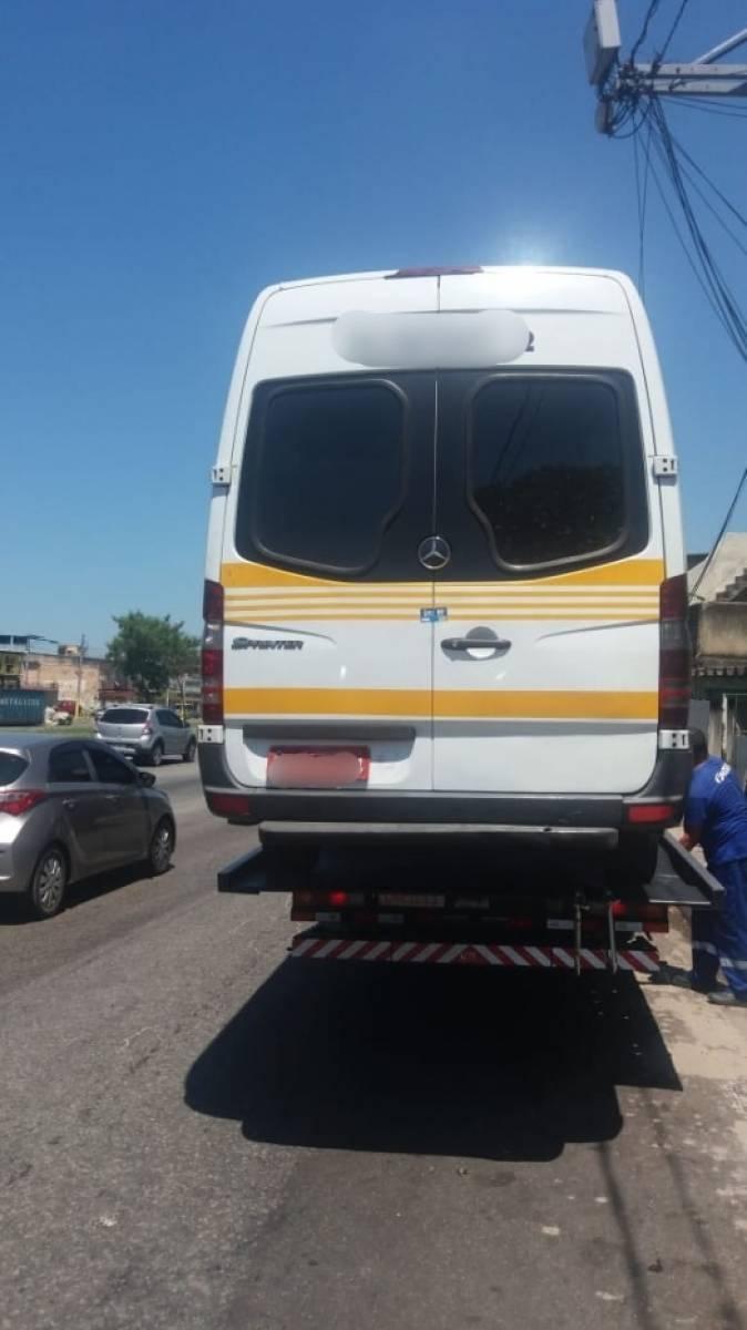 Fiscalização remove e lacra  28 vans