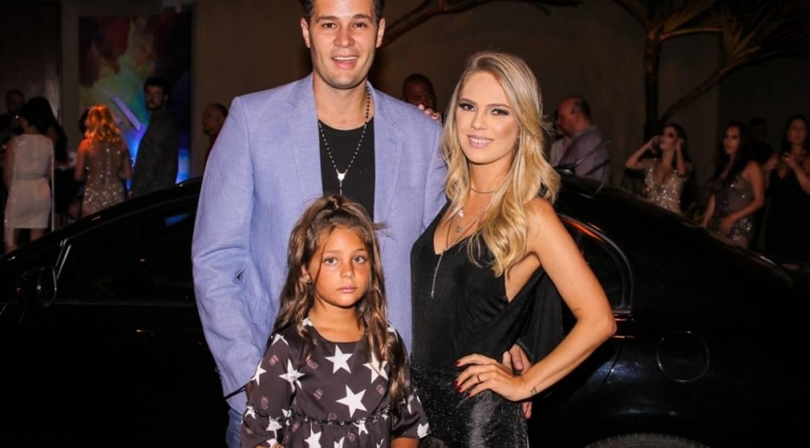 Pedro Leonardo com a mulher, Thais Gebelein, e a filha