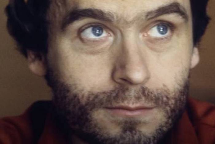 Netflix dá bronca em usuários que exaltam a beleza do serial killer Ted Bundy