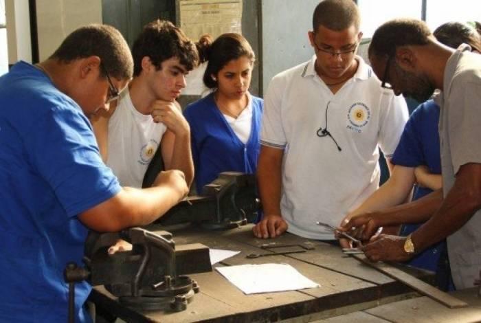 Faetec tem 185 vagas abertas na Baixada Fluminense. Há turmas de edificações, informática, logística, eletrônica e modelagem do vestuário