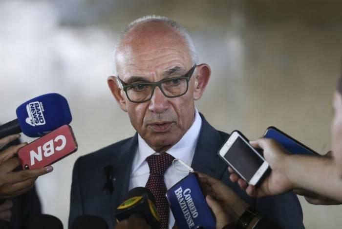 O presidente da Vale, Fabio Schvartsman, fala à imprensa após reunião com a procuradora-geral da República, Raquel Dodge.