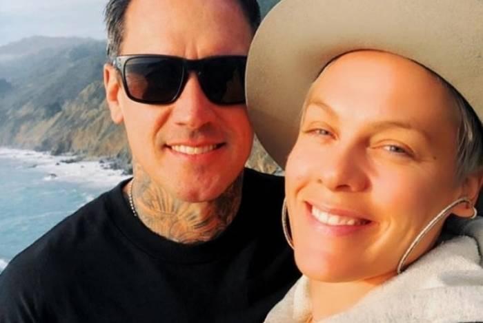 Cantora Pink e o marido Carey Hart