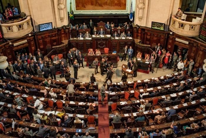 Deputados vão analisar projetos de lei e PEC