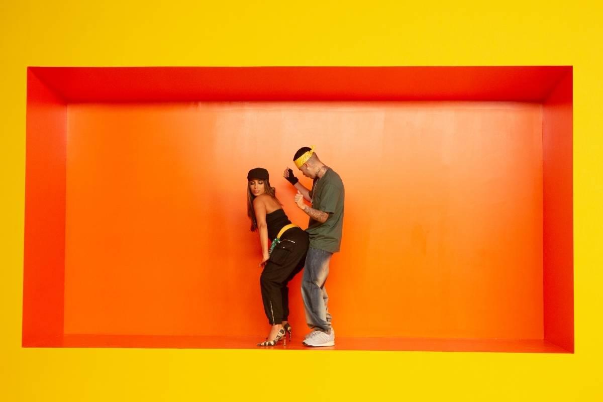 Anitta e Kevinho durante a gravação do clipe da música  Terremoto   Divulgação 8d0dde81ca