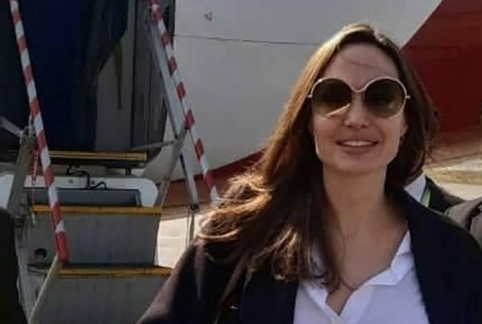 A atriz americana Angelina Jolie, enviada especial do Alto Comissariado das Nações Unidas para os Refugiados (Acnur), chega ao aeroporto de Cox's Bazar, no sul de Bangladesh