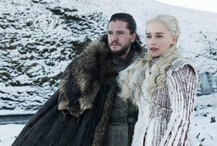 Kit Harington como Jon Snow e Emilia Clarcke como Daenerys Targaryen