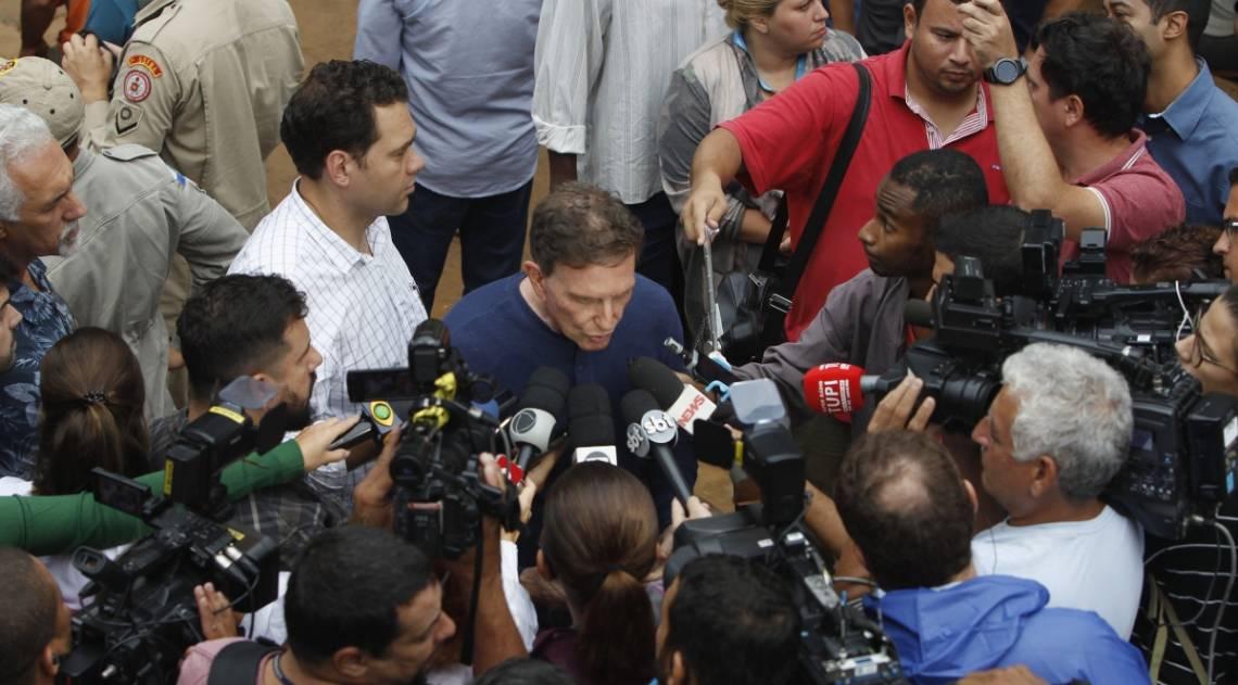 O prefeito do Rio, Marcelo Crivella visita a Avenida Niemeyer, onde parte da ciclovia desabou e um ônibus foi soterrado