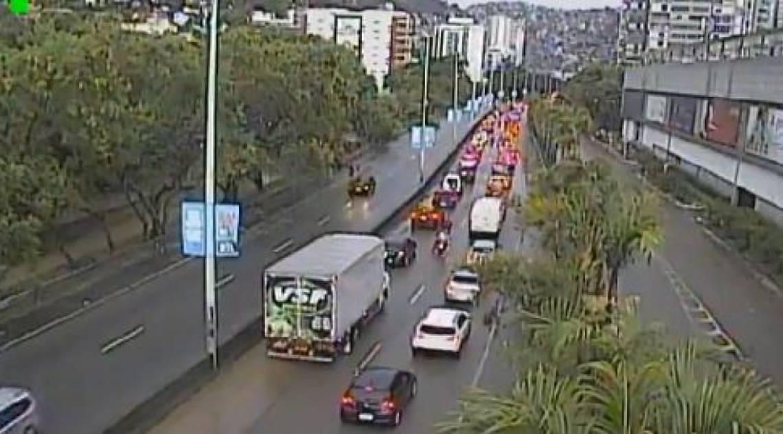 Autoestrada Lagoa-Barra, perto do Fashion Mall: via é a alternativa entre Leblon/Gávea e Barra da Tijuca após interdição total da Avenida Niemeyer, em São Conrado