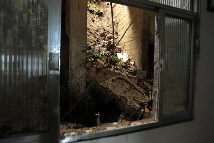 Casa de Alaíde da Paz, que foi danificada pela chuva em Barra de Guaratiba