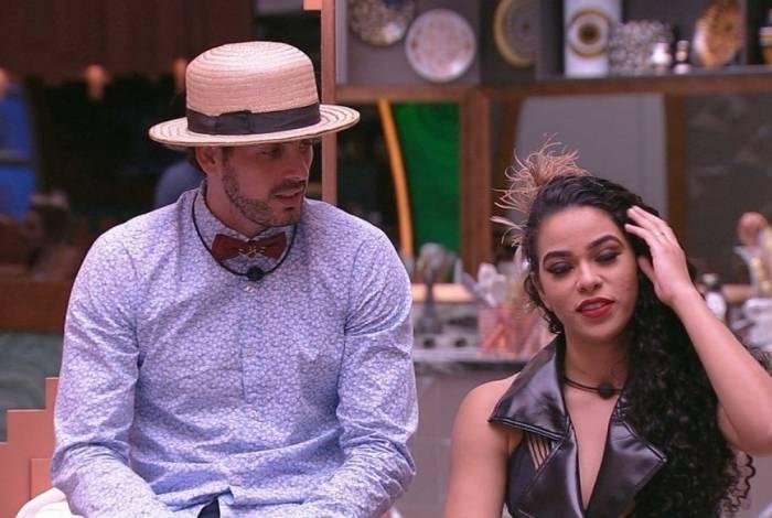 Maycon diz que deseja Elana, que responde: 'eu também te desejo'