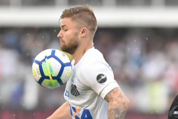 Eduardo Sasha em ação pelo Santos: contratado ao Internacional, o atacante não se firmou na Vila Belmiro