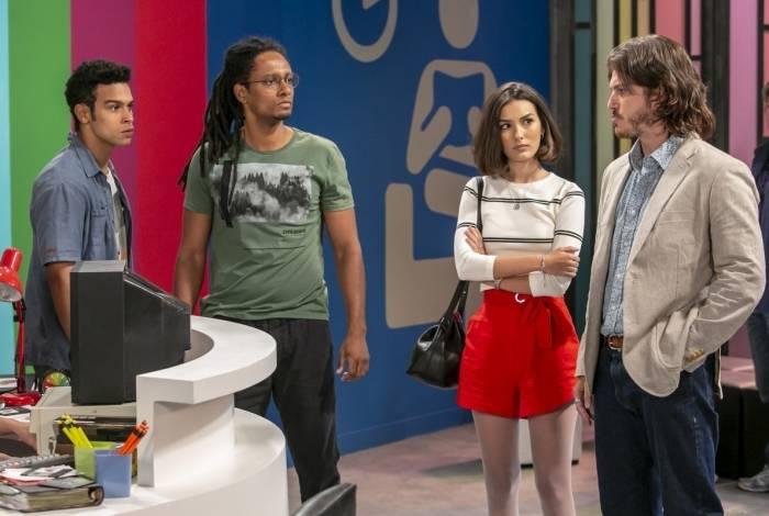 Quinzinho (Caio Paduan) e Candé (Kayky Brito) acusam  Catraca (Orlando Caldeira) e Diego (Sergio Malheiros) por roubo das camisetas convite da PopTV e  Larissa (Marina Moschen) tenta intervir