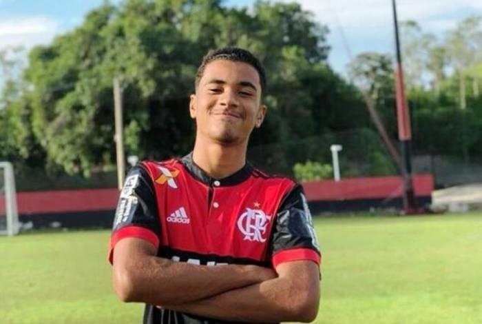ARTHUR VINICIUS, 15 anos, zagueiro e natural de Volta Redonda. Tinha passagem pela seleção brasileira.