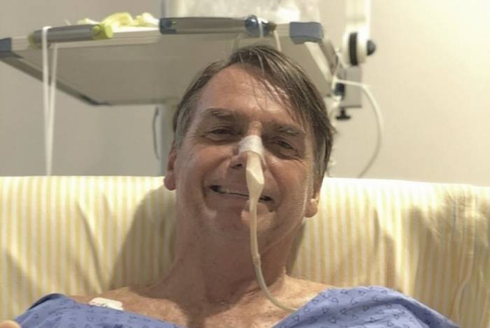 Bolsonaro segue internado em hospital