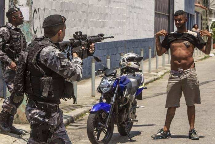 Policiais estiveram nos morros da Coroa, Fallet e Prazeres, na Região Central, na última sexta-feira