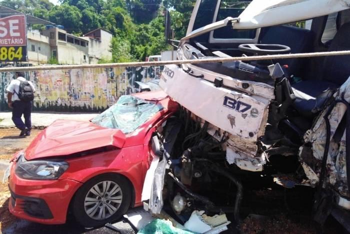 Acidente aconteceu no sentido Centro de Niterói da via