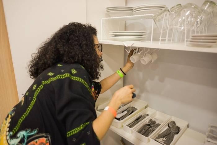 Aula de 'Organização de Espaços Residenciais' oferece técnicas de organização de pertences pessoais