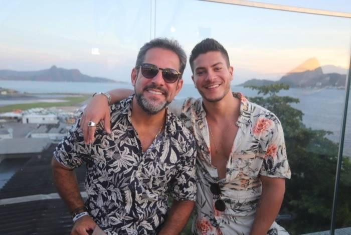Pedro Mota e Arthur Aguiar em evento no Rio