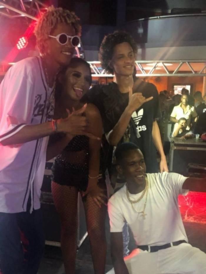 Thabata Oliveira ao lado de DJ Zullu, FP do Trem Bala e Gabriel do Borel