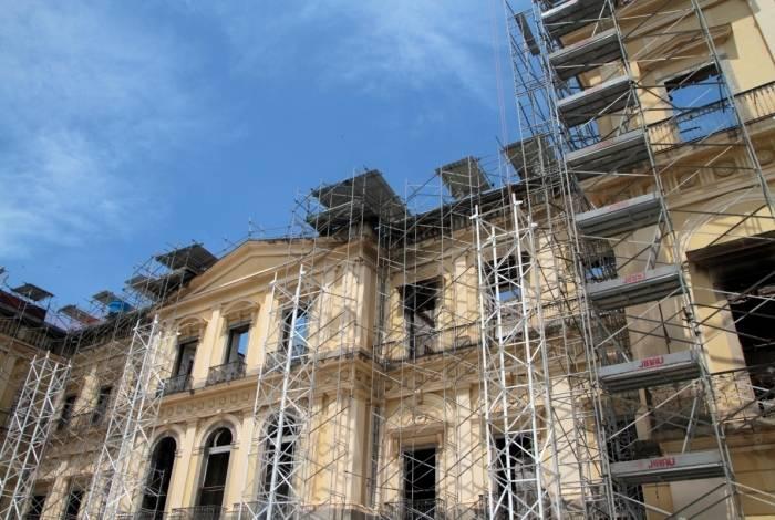 Diretor do Museu Nacional diz que Brasil perda com acervo de 20 milhões de itens é maior do que o que foi perdido na Notre-Dame: 'Acervo muito mais importante para a humanidade'