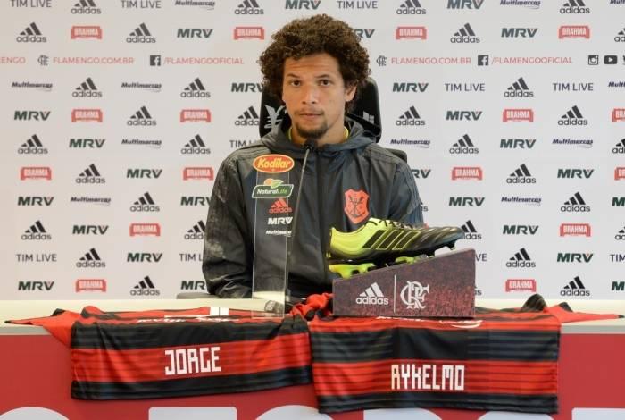 Willian Arão conversou com a imprensa no Ninho do Urubu
