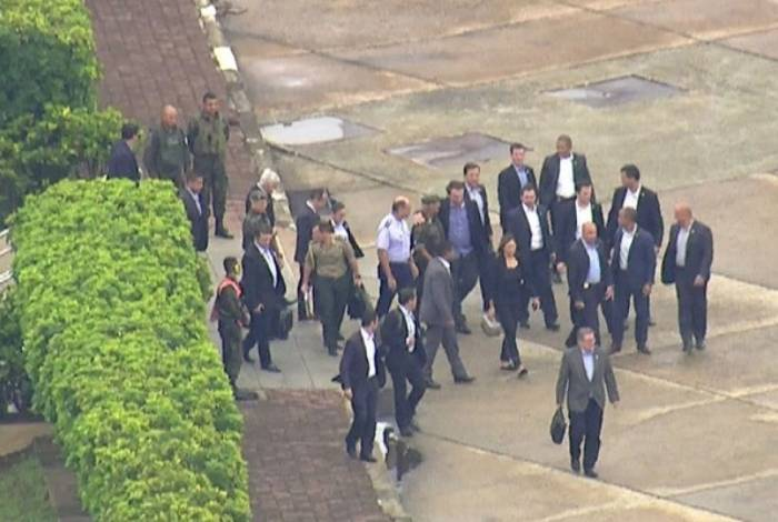 Presidente Jair Bolsonaro recebe alta médica e deixa o Hospital Albert Einstein, na capital paulista, às 12h20 desta quarta-feira
