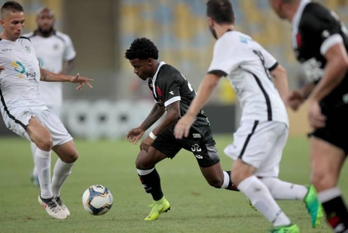 Lucas Santos vai ganhando oportunidades nos jogos do Vasco