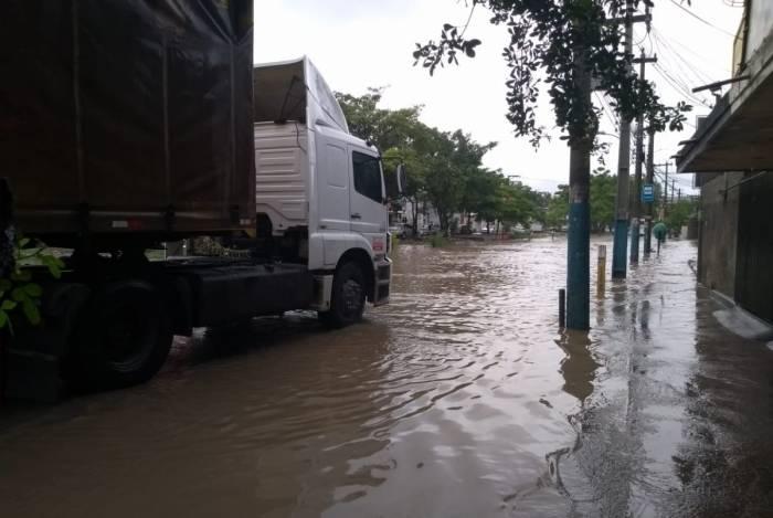 Chuva alaga Rua Dr. Alberto Torres, em Neves, São Gonçalo, na região metropolitana do Rio,  na manhã desta quarta-feira,13 - Foto: WhatsApp O Dia