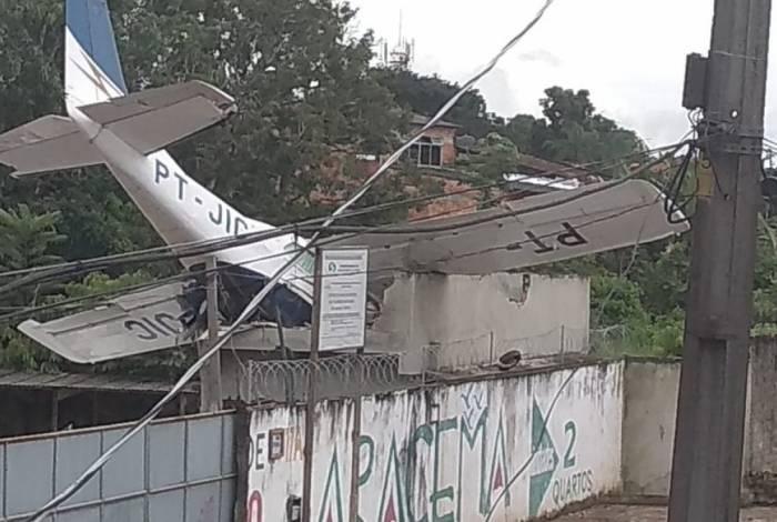 Avião monomotor cai em casa em Belém, no Pará