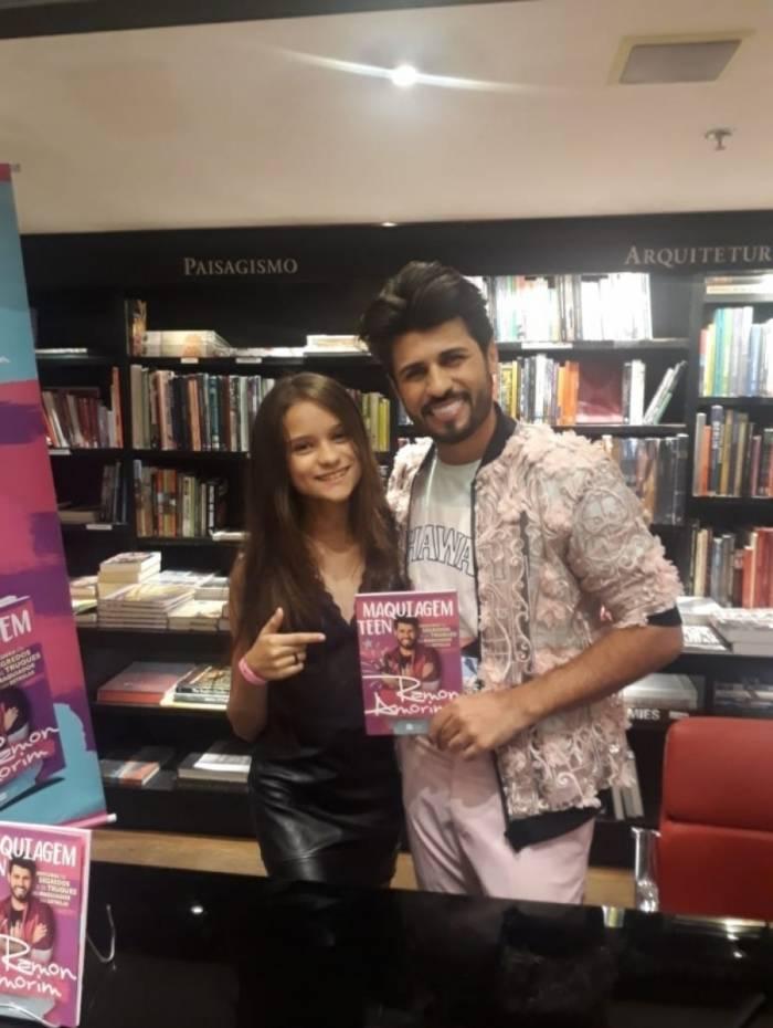 Vitória Magalhães no lançamento do livro 'Maquiagem Teen', de Ramon Amorim