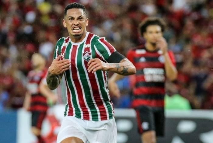 Luciano comemora o gol aos 47 do segundo tempo