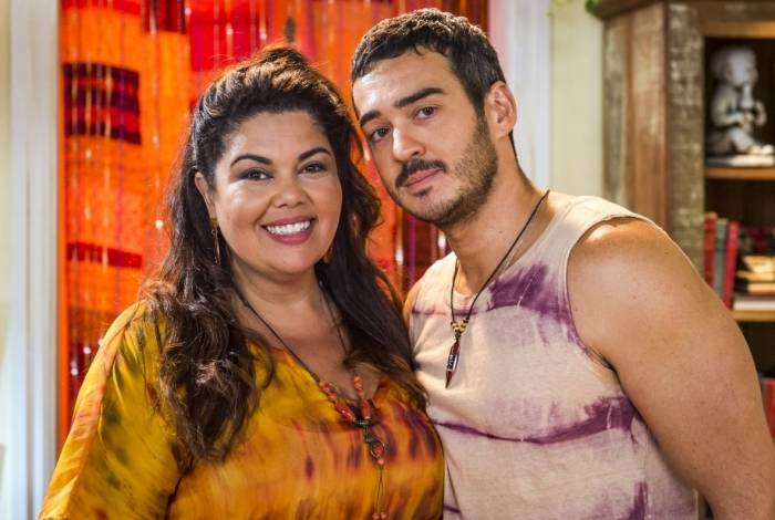 Álamo (Marcos Veras)  e  Madá (Fabiana Karla)