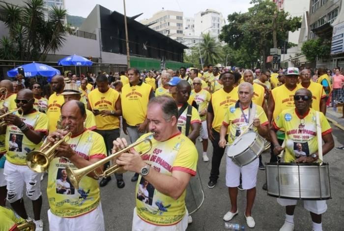 Bloco faz várias saídas pela orla de Ipanema
