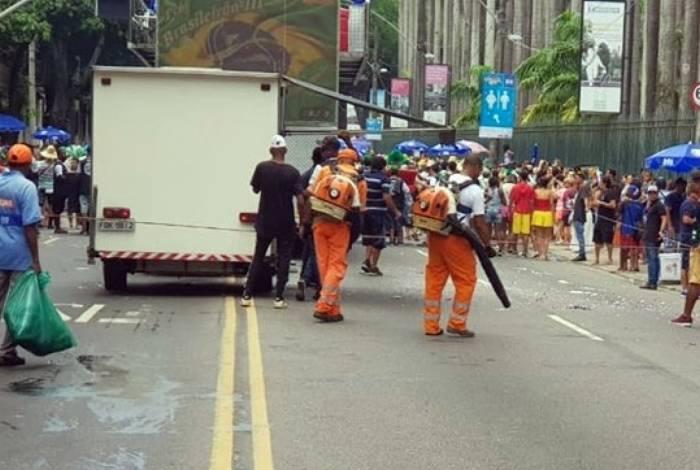Agentes fizeram a limpeza após a passagem dos blocos