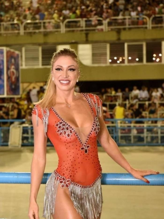 Jessica Rodrigues brilha em ensaio técnico da Grande Rio na Sapucaí
