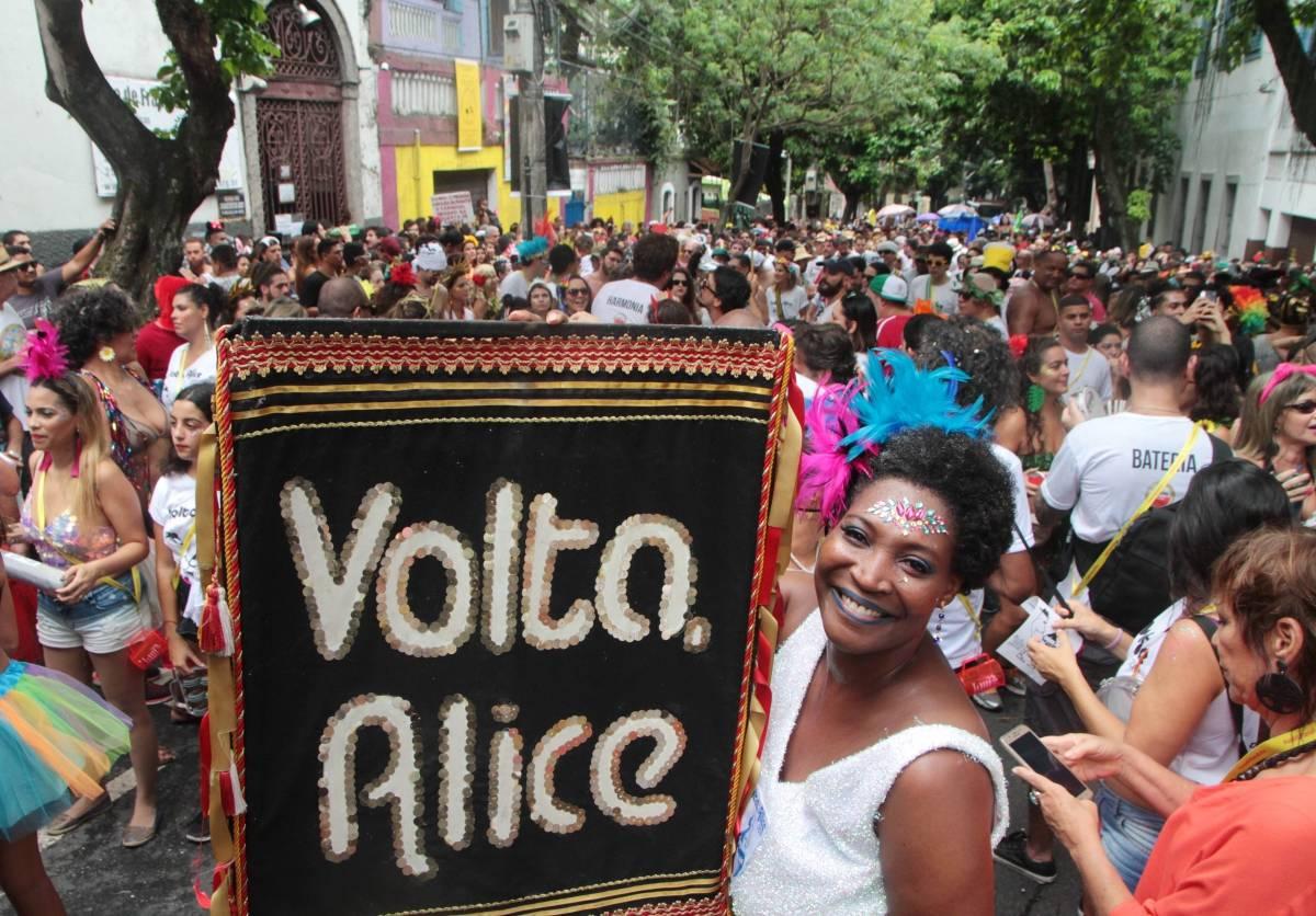 Volta Alice fez seu tradicional desfile de pré-carnaval neste domingo