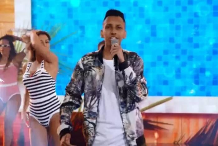 Whadi Gama, do hit 'Piscininha, Amor', se apresenta no 'Domingão do Faustão'